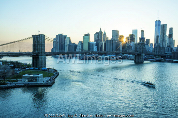 USA, New York, Manhattan, Lower Manhattan, Brooklyn Bridge & East River
