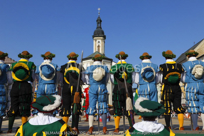 awl-images.com - Germany / Historic sword dance, Georgiritt, George's Ride, Easter Monday procession, town square with parish church in Traunstein, Chiemgau, Upper Bavaria, Bavaria, Germany