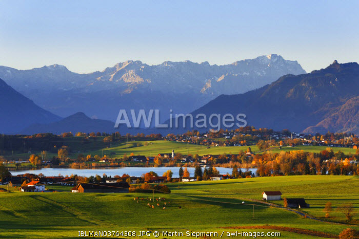 awl-images.com - Germany / Autumn morning in the foothills of the Alps, view from Mt Aidlinger Hoehe across Riegsee Lake, Froschhausen, Murnau and the Wetterstein Range with Mt Zugspitze, Aidling, Riegsee, Pfaffenwinkel region, Upper Bavaria, Bavaria, Germany