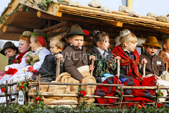 awl-images.com - Germany / Leonhardi parade in Bad Toelz, Upper Bavaria, Germany