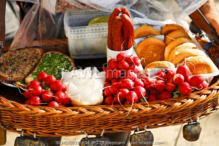 awl-images.com - Germany / Oktoberfest, snacks, Munich beer festival, Bavaria, Germany