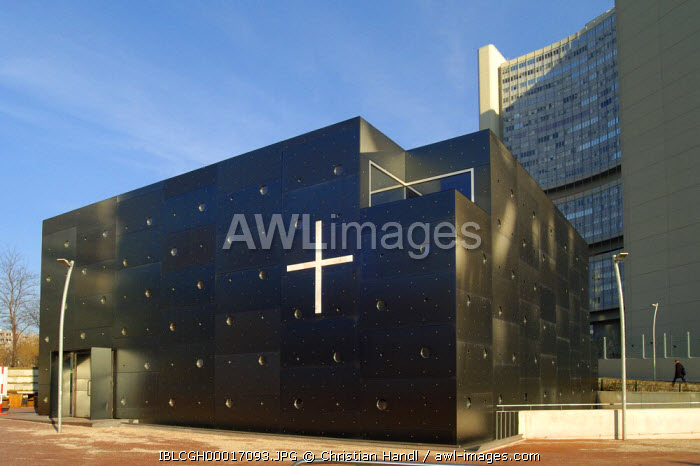 awl-images.com - Austria / Modern church in front of the UNO City Vienna Austria