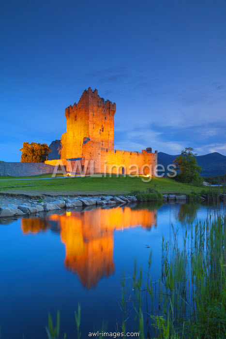 awl-images.com - Ireland / Ireland, County Kerry, Ring of Kerry, Killarney, Ross Castle, dusk