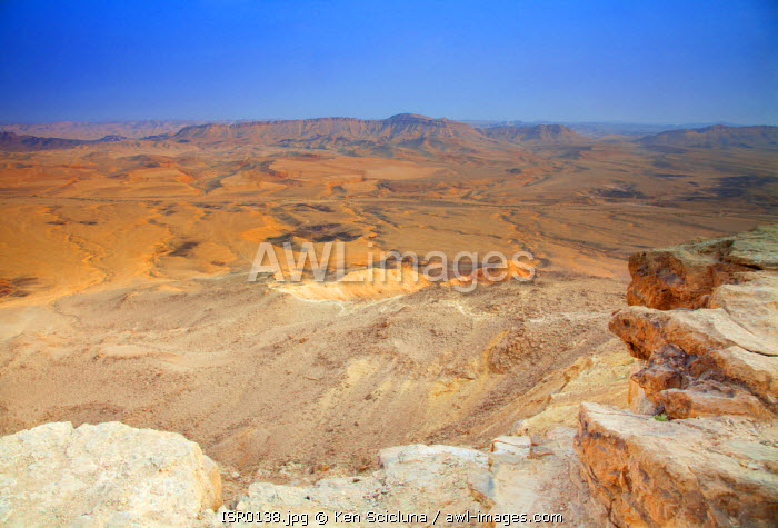Israel, Negev Desert, Mitzpe Ramon. The spectacular Negev desert crater of Makhtesh Ramon in Israel s largest national park the Ramon Nature Reserve.