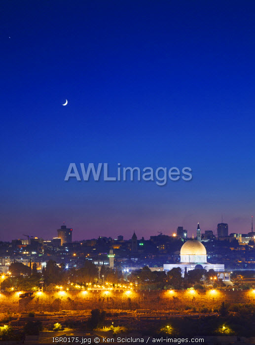 Israel, Jerusalem. Overview of the old city of Jerusalem with the Dome of the Rock dominating the skyline. Unesco.