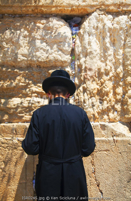 Israel, Jerusalem. A Jews mourning and praying at the Western Wall. Unesco.