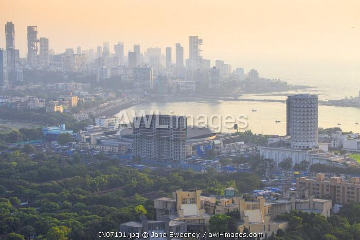 India, Maharashtra, Mumbai, View old City, Nehru Science Centre and Haji Ali Bay