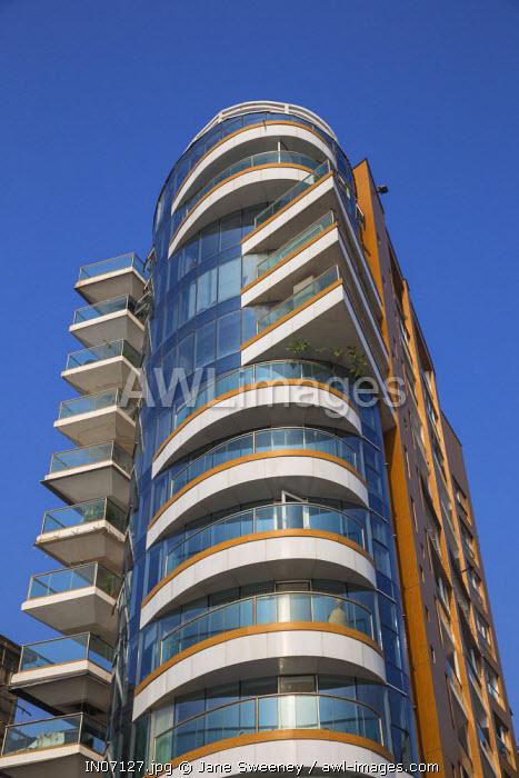 India, Maharashtra, Mumbai, Appartment building in upmarket Malabar Hill
