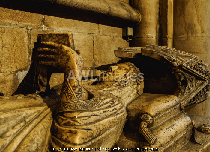 Portugal, Lisbon, Se Cathedral Ambulatory, Gothic tomb of Maria de Vilalobos.