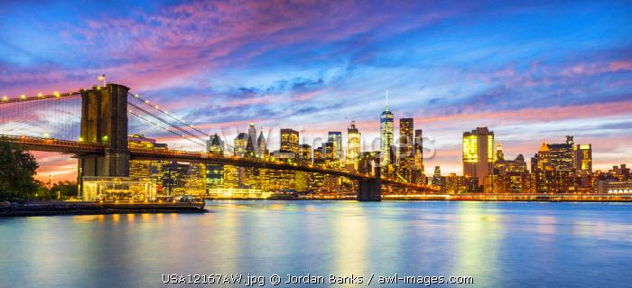 Brooklyn Bridge and Manhattan skyline, New York, USA