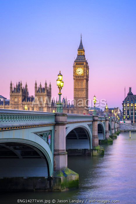 United Kingdom, England, London. Westminster Bridge in front of Palace of Westminster and the clock tower of Big Ben (Elizabeth Tower), at dawn.