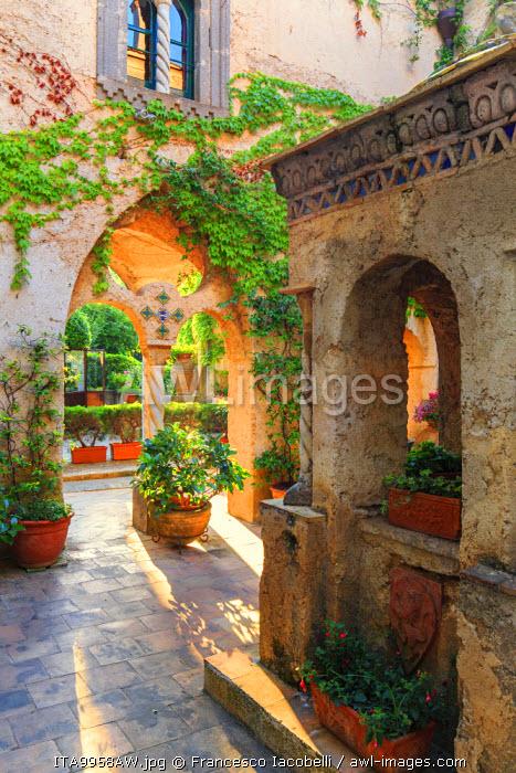 Italy, Amalfi Coast, Ravello, Villa Rufolo. Cloister