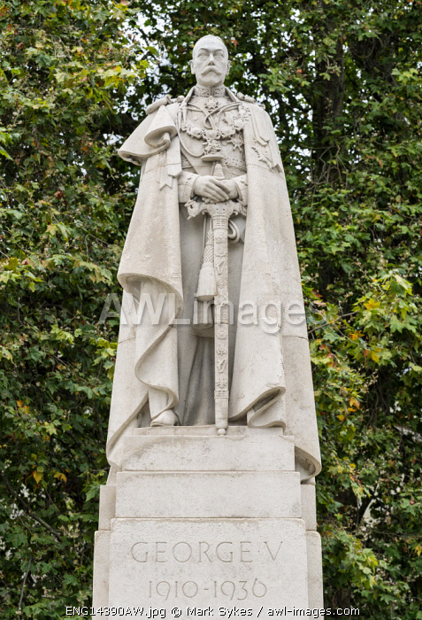 Europe,United Kingdom, England, London, George V Statue
