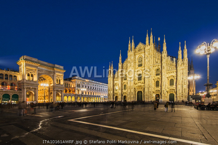 Night view of Piazza del Duomo, Milan, Lombardy, Italy