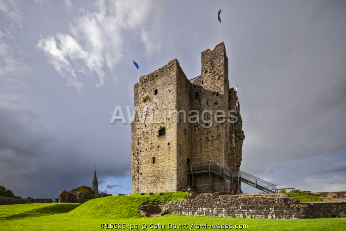The keep of Trim Castle, the largest Norman Castle in Ireland, Trim, Co. Meath, Leinster, Ireland.