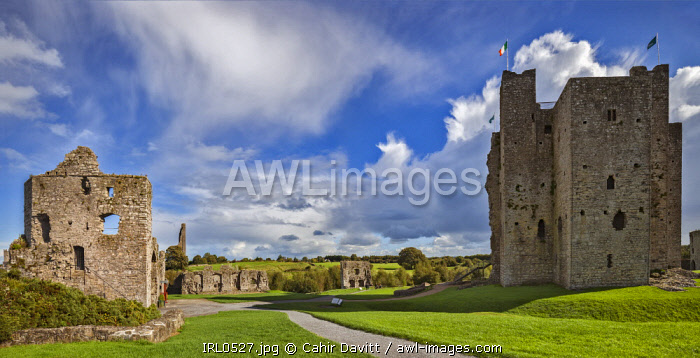 The Trim Entrance Gate, The Great Hall and the Keep of Trim Castle, the largest Norman Castle in Ireland, Trim, Co. Meath, Leinster, Ireland.