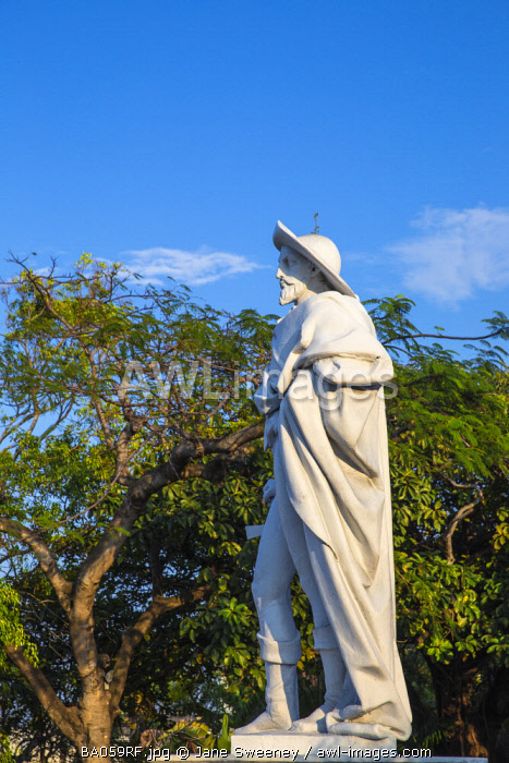 Caribbean, Bahamas, Providence Island, Nassau, Mount Fitzwilliam, Statue of Christopher Columbus at Government House, the official residence of the Governor General of the Bahamas