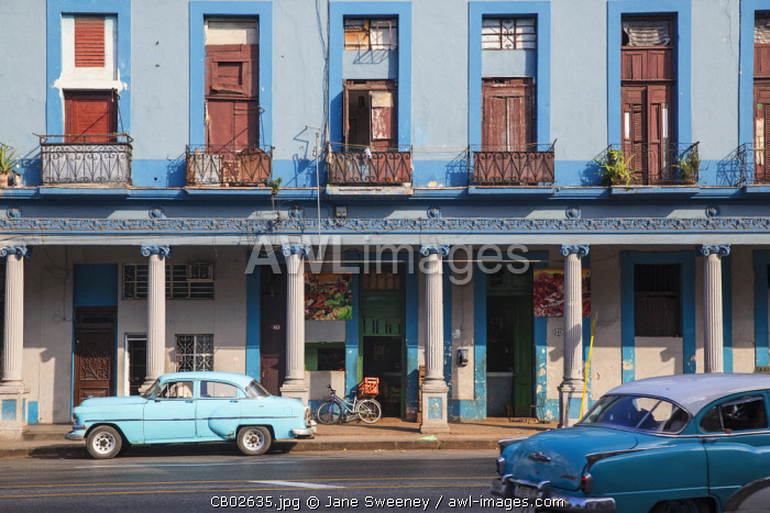 Cuba, Havana, Classic American cars in city center
