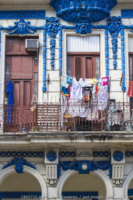 Cuba, Havana, Habana Vieja - Old Havana, Washing hanging on balcony of house