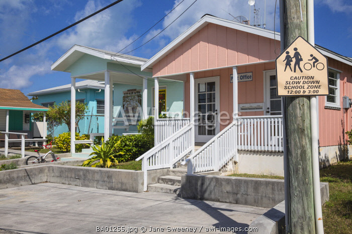 Bahamas, Abaco Islands, Man O War Cay,, Queen's highway, Post office and school
