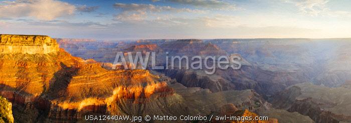 Sunrise over Yavapai Point, South Rim, Grand Canyon National Park, Arizona, USA
