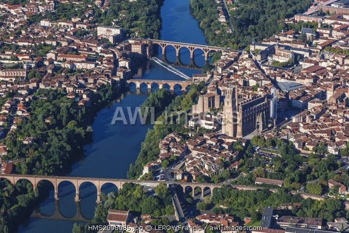 France, Tarn, Albi, Episcopal City of Albi listed as World Heritage by UNESCO (aerial view)