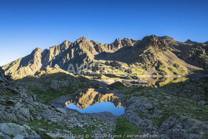 France, Alpes-Maritimes, Mercantour National Park, hiking to lake Rabuons, Rabuons refuge in the background (alt : 2523m)