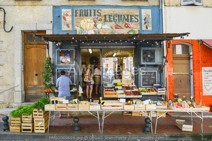 France, Var, Salernes, Theodore Bouge Courts, stall of the fruit seller and the vegetables