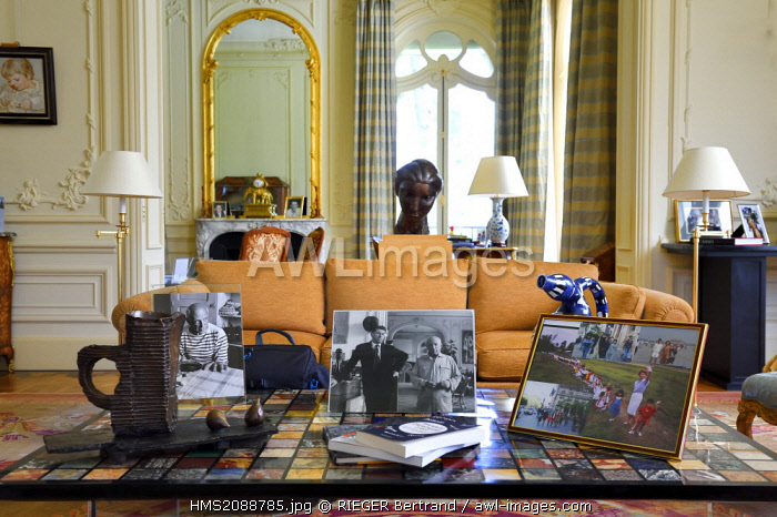 France, Alpes Maritimes, Cannes, the living room of the Villa La Californie where Picasso lived, today renamed the Pavillon de Flore by Marina Picasso, in the picture frame in the center Paolo Picasso and his father