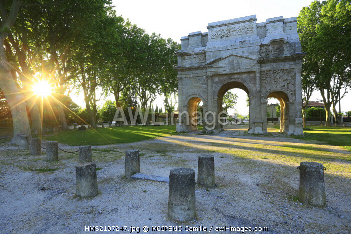 France, Vaucluse, Orange Avenue Marechal de Lattre Tassiny, Arc de Triomphe, historical monument