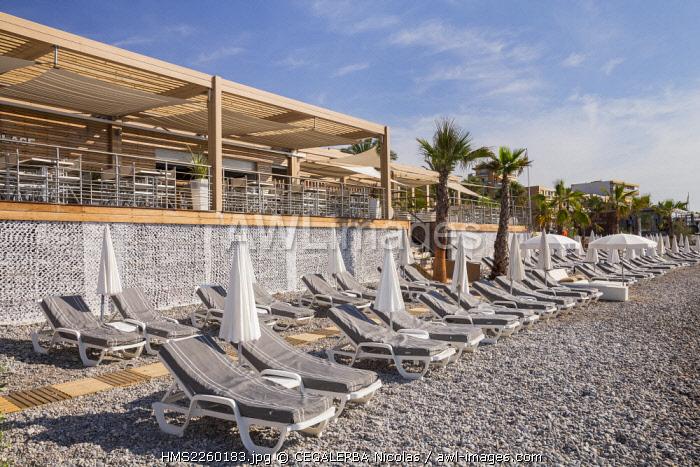France, Alpes Maritimes, Cagnes sur Mer, sunbeds and parasols of the beach La Spiaggia