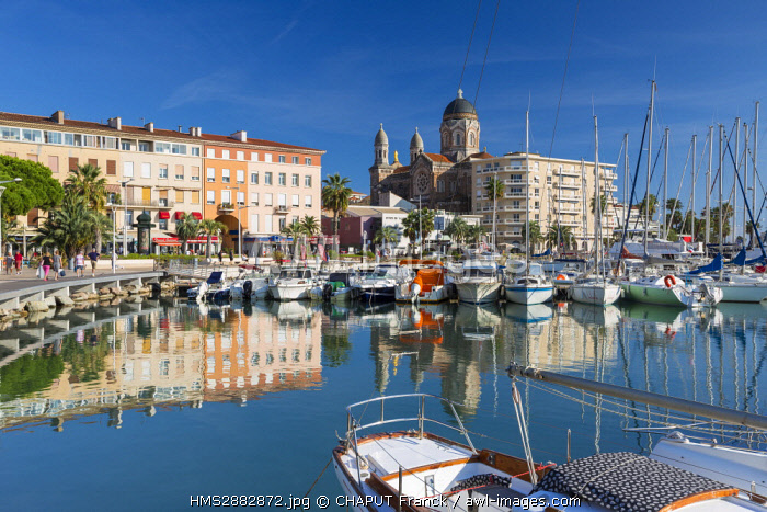France, Var, Saint Raphael, old harbour and Notre-Dame de la Victoire basilica in the background