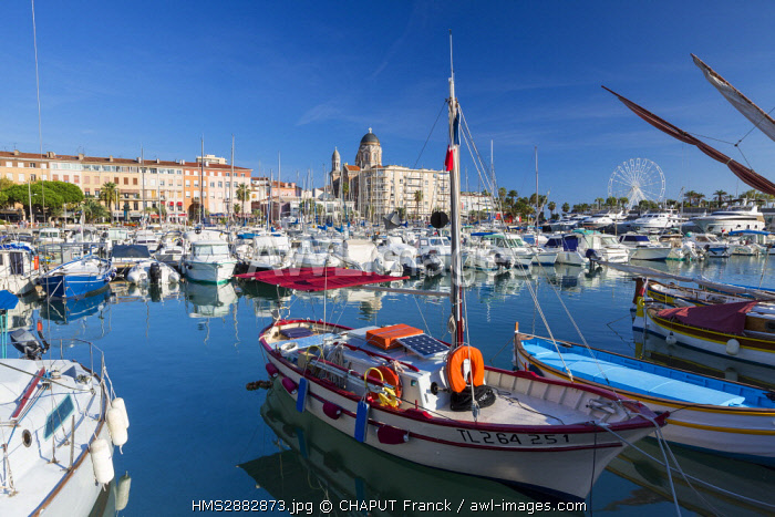 France, Var, Saint Raphael, pointus boats (traditional Mediterranean fishing boats) in the old harbour and Notre-Dame de la Victoire basilica in the background
