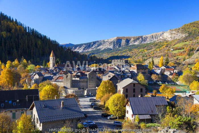 France, Alpes de Haute Provence, Parc National du Mercantour (National Park of Mercantour), Haut Verdon, Colmars les Alpes, Porte de Savoie, walls of the fortified village and fort de France