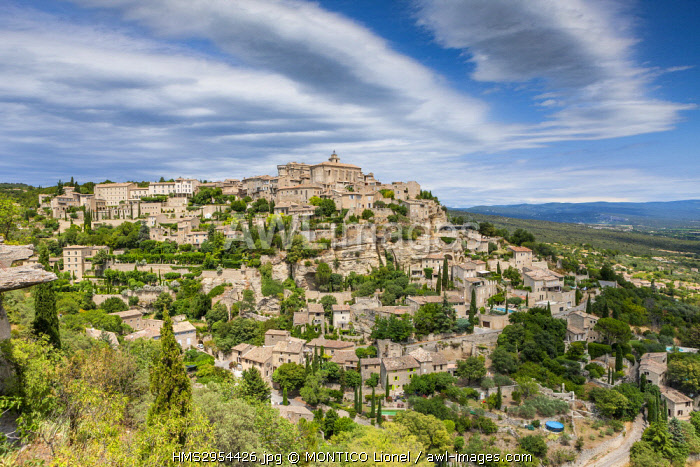 France, Vaucluse, regional natural reserve of Luberon, Gordes, labeled The Most Beautiful Villages of France, perched on a spur at the end of the plateau of Vaucluse, dominated by its Renaissance castle and its Romanesque church Saint Firmin