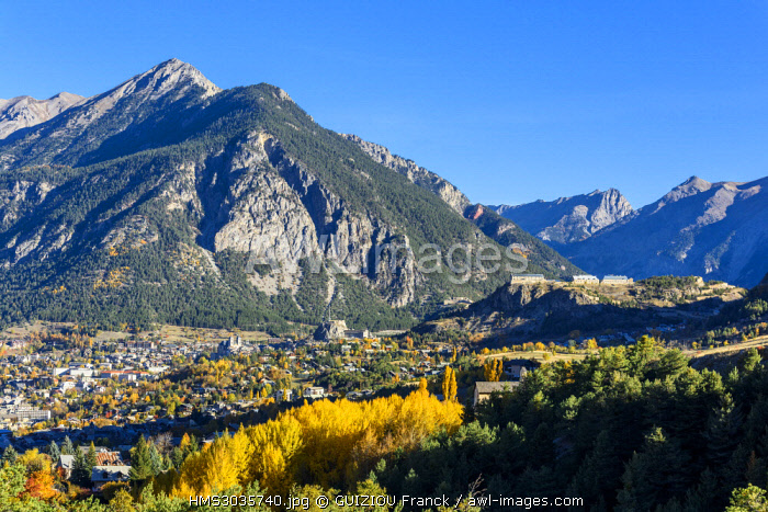 France, Hautes-Alpes, Briançon, town fortified by Vauban, called Cite Vauban (UNESCO World Heritage), fort des Têtes on the right