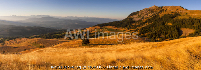 France, Hautes-Alpes, Massif du Devoluy, towards the Col Bayard, seen on the Champsaur