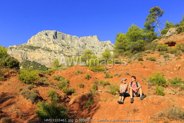 France, Bouches du Rhone, Aix, Sainte Victoire, Beaurecueil, Terres Rouges, road Cezanne, mountain Sainte Victoire in the background