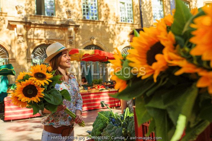 France, Bouches du Rhone, Aix en Provence, Place Richelme, market
