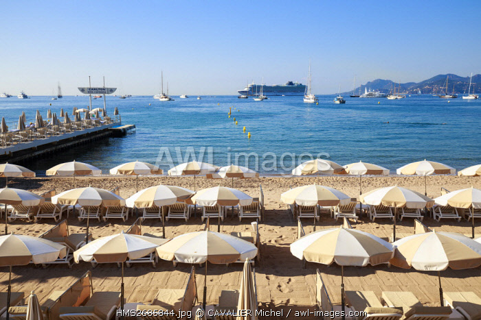 France, Alpes Maritimes, Cannes, private beach of the luxury hotel of the Carlton on the boulevard of Croisette