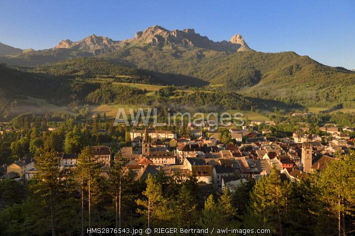 France, Alpes de Haute Provence, Ubaye valley, Barcelonnette dominated by the mountain Chapeau de Gendarme (2682m)