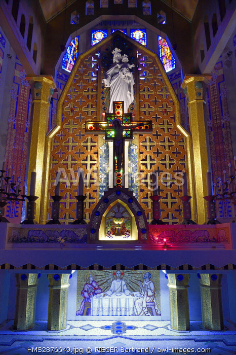 France, Alpes Maritimes, Nice, Notre-Dame-Auxiliatrice (Our Lady Help of Christians) church of Art deco style, the altar