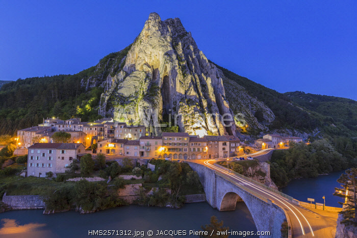 France, Alpes de Haute Provence, Sisteron, the rock of the Baume and the bridge of the Baume over the Durance