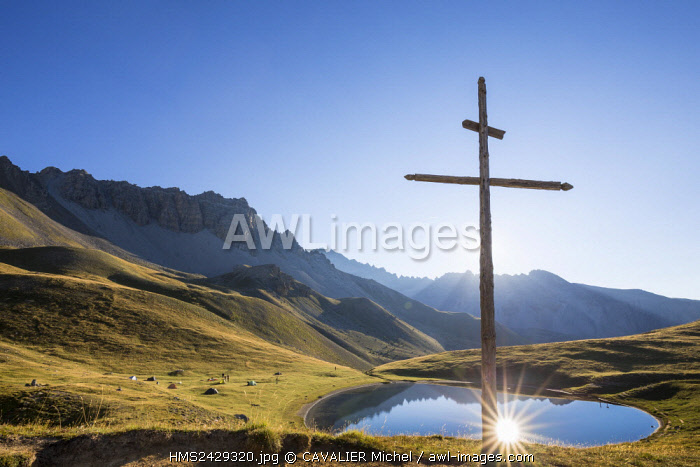 France, Hautes Alpes, Parc Naturel Regional du Queyras (Natural regional park of Queyras), cross of the lake of Souliers (2492 m)