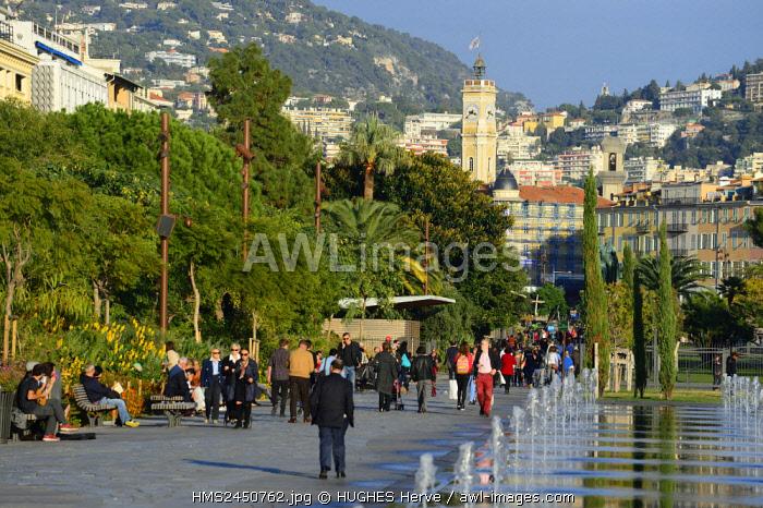 France, Alpes Maritimes, Nice, the Promenade du Paillon, the ornamental pond of 3000 m2 of the place Massena