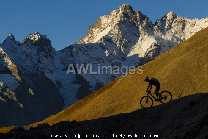 France, Hautes-Alpes, mountain bike race, the Ultra Raid Meije, mountain bikers the Col du Galibier
