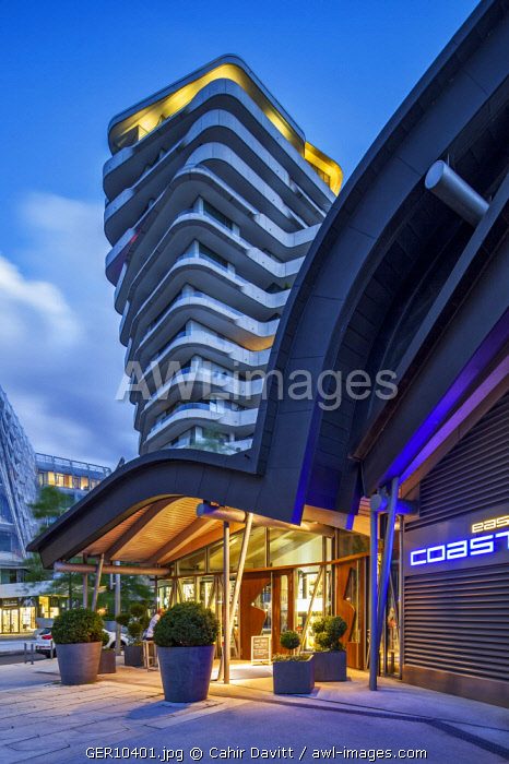 The Marco Polo Tower Building designed by Behnisch Architects and The East Coast Bar & Grill at twilight, Hafencity, Hamburg.