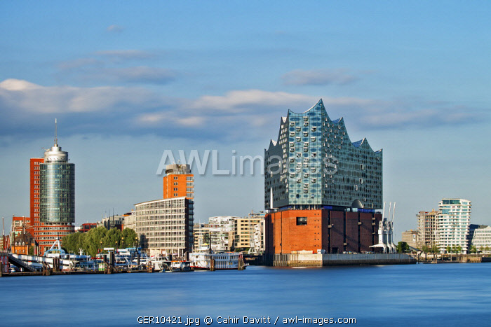 The Elbphilharmonie,  the  Marco Polo Tower and the Hanseatic Trade Center overlooking the Elbe River, Hamburg Mitte, Hamburg, Germany.