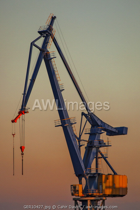 Dockers crane in the Blohm & Voss Dry Dock at sunset, Steinwerder, Hamburg Docks, Hamburg