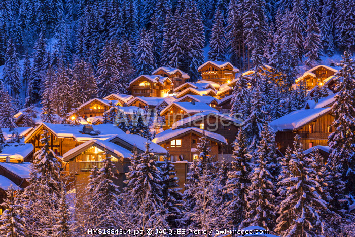France, Savoie, Tarentaise valley, La Tania, skiresort in Les Trois Vallees (The Three Valleys), one of the biggest ski areas in the world with 600km of marked trails, the Vanoise Massif
